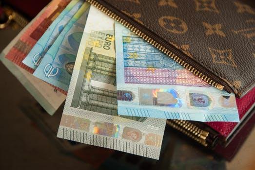 Cuánto dinero suponen los gastos de la compraventa de una vivienda?